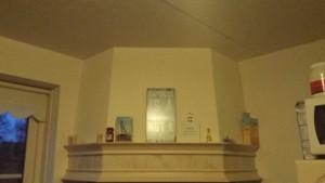 Voor: spack plafond met v-naden en geen hoekafwerking