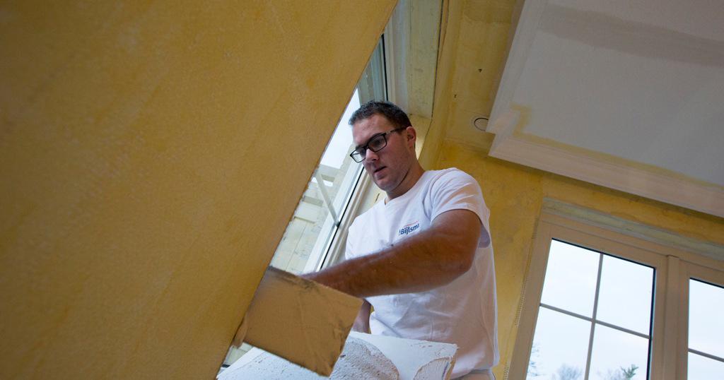 Wanden voorzien van primer. Gordijnkoof is reeds aangebracht.
